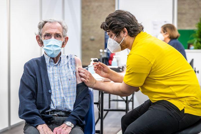 Op 2 februari is er gestart met vaccineren in sporthal de Braak in Helmond (archieffoto).