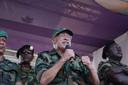 De Surinaamse president Desi Bouterse tijdens een toespraak na afloop van de zitting van de krijgsraad, op 22 januari op het Onafhankelijkheidsplein in Paramaribo. De in uniform gestoken Bouterse bedankte het publiek voor de steun die hij steeds heeft gekregen tijdens het proces over de decembermoorden.