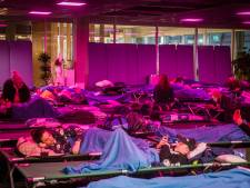 Eindhoven Airport blijft vannacht open, gestrande reizigers kunnen blijven slapen op veldbedjes