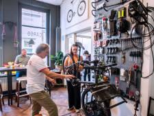 Een koffie, empanada en een nieuwe fietsband: CARGO Bikes 'n Coffee opent zaak aan de Nieuwlandstraat