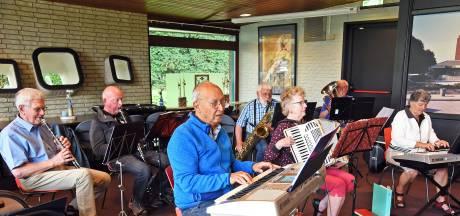 Seniorenorkest De Jeugd van Toen brengt al 25 jaar meezingers voor ouderen