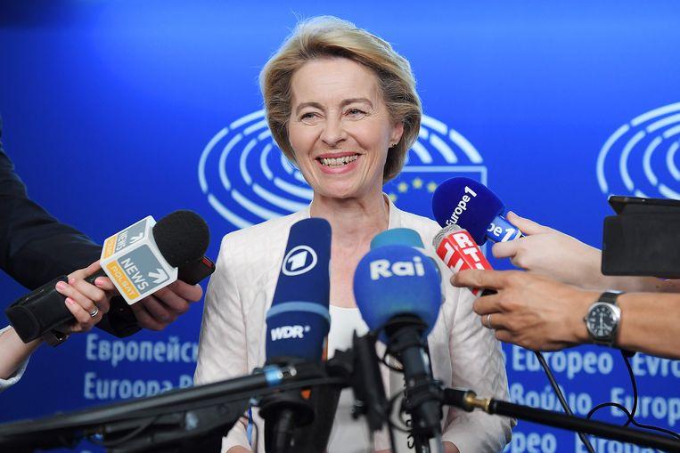 Ursula von der Leyen op 3 juli in Straatsburg. Een dag eerder hadden de EU-regeringsleiders haar voorgedragen als nieuwe voorzitter van de Europese Commissie.  Beeld AFP
