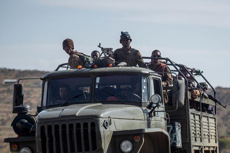 Soldaten van het Ethiopische leger nabij Agula, ten noorden van Mekele, de hoofdstad van Tigray, in mei. Beeld AP