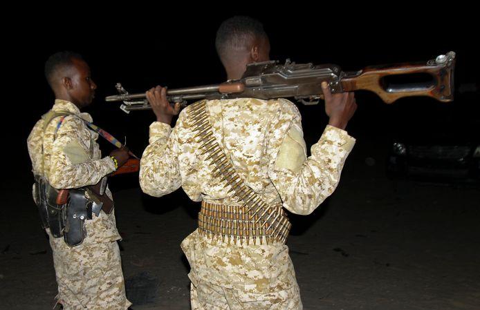 Somalische soldaten houden de wacht na een aanslag van al-Shabaab in Somalië, in juli vorig jaar.