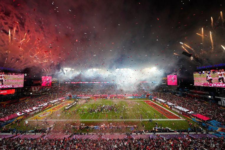Vuurwerk in Tampa Bay na afloop  van de zege van de Buccaneers op Kansas City Chiefs (31-9) in de Super Bowl. Beeld AP