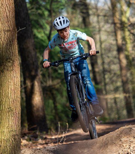 Negenjarige Edin runt nu al een goedlopend   mountainbikeverhuurbedrijf