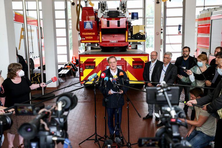 Armin Laschet geeft een persconferentie na een bezoek aan de getroffen regio. Beeld EPA