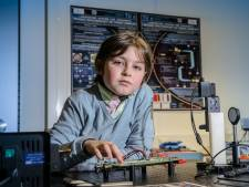 11-jarig 'wonderkind' Laurent behaalt bachelor binnen een jaar én studeert summa cum laude af
