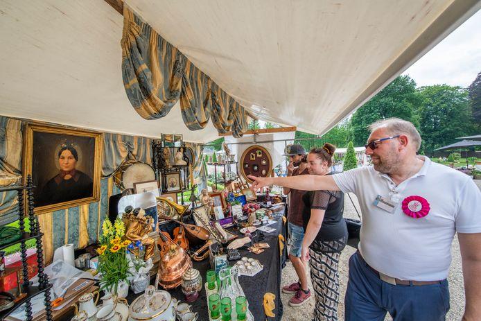 Kopers en verkopers waren blij elkaar vandaag weer te zien na zo'n lange tijd bij de fair bij Paleis Het Loo in Apeldoorn.