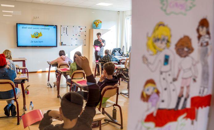 Een klaslokaal van een basisschool, ter illustratie.