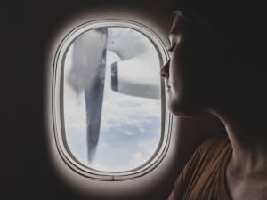 Cinq gestes beauté qui sauvent la peau quand on voyage en avion