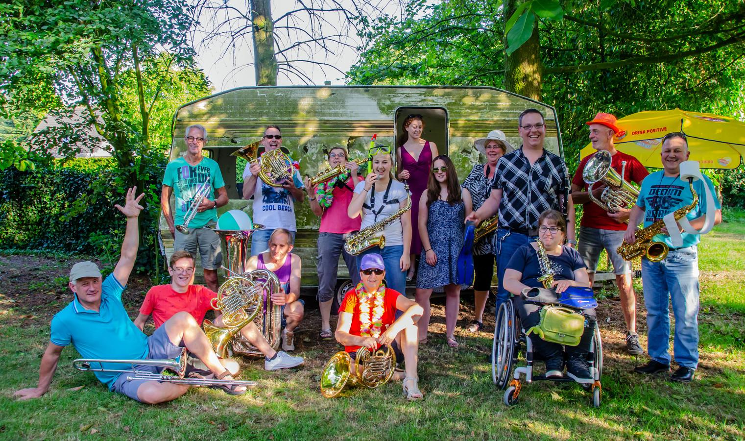 De Faute Kempingbend(e) komt voort uit harmonie ONA en treedt ook aan op camping Ponderosa.