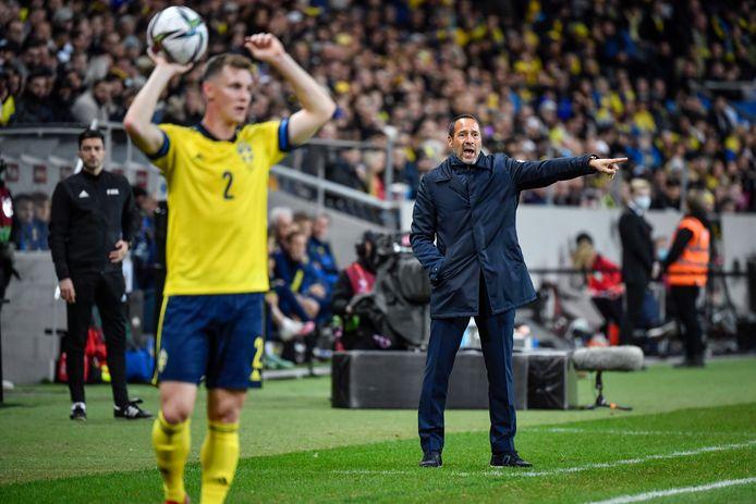 John van 't  Schip tijdens het duel met Zweden.
