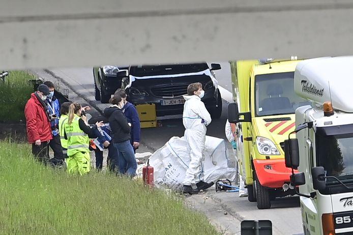 Un médecin légiste, un expert en circulation et le laboratoire ont été dépêchés sur place pour établir les circonstances exactes de l'accident.