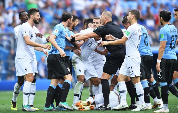 Nestor Pitana tijdens het duel tussen Frankrijk en Uruguay.