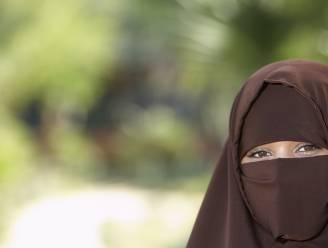 """""""Jij mag halfnaakt over straat, laat mij dan met niqaab"""""""