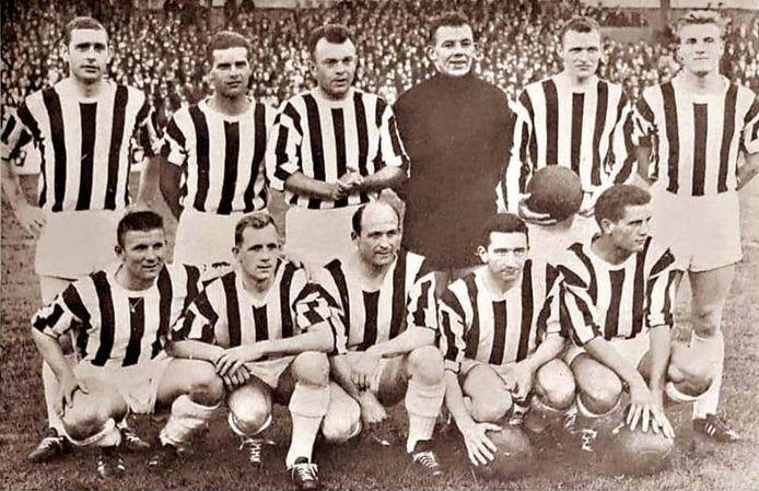 FC Diest in het seizoen 1962-1963, toen actief in eerste klasse. We herkennen boven vlnr. Léon Martens, Louis Van Rompay, Vic Verdonck, Omer Goeleven, Sie Saenen, Jef Drijvers en onder vlnr. Jef Van Camp, Roger Maes, Siegfried Mariman, Julien Van Roosbroeck en Hans Van Rompay.