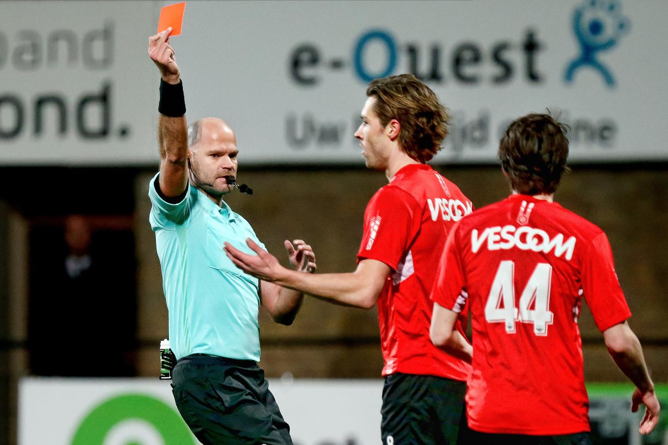 Orhan Dzepar  krijgt al na veertien minuten rood tegen NEC.