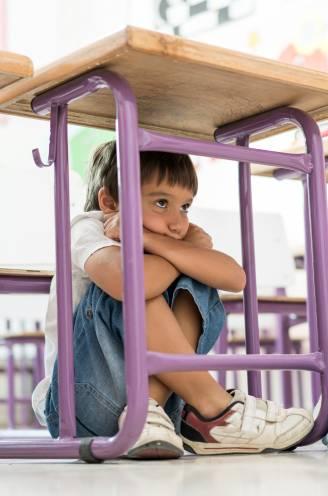 Hoe help je je verlegen kind door 1 september? Expert geeft advies aan ouders