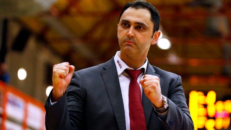 Coach van BC Oostende, Dario Gjergja.