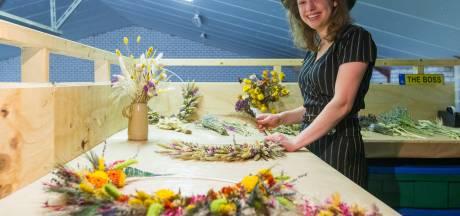 Jonge ondernemer in Boskant zet fantasie om in creaties droogbloemen