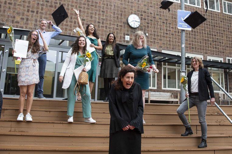 Minister Ingrid van Engelshoven van Onderwijs, Cultuur en Wetenschappen tijdens de diploma uitreiking aan pabo-studenten op de Hogeschool Rotterdam. Beeld ANP