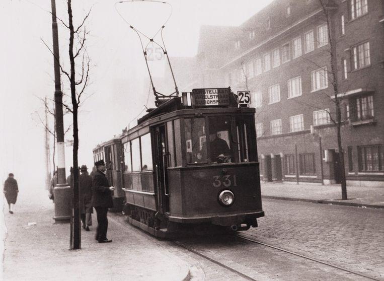 Eén van de eerste ritten. Noorder Amstellaan (sinds 1946 Churchilllaan). Beeld Stadsarchief Amsterdam