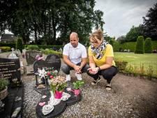 Kindergrafje vernield in Albergen, tot groot verdriet van de ouders: 'Deze plek is voor ons heilig'