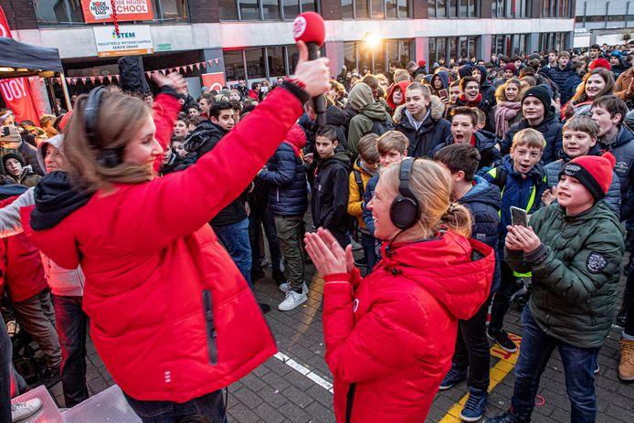 Het Qmusic ochtendtrio kwam live radio maken in het VTI in Roeselare.