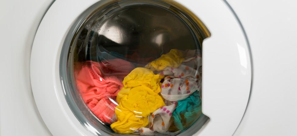 Uw wasmachine spoelt niet alleen vuil door het riool, ook microplastic gaat zo naar de zee
