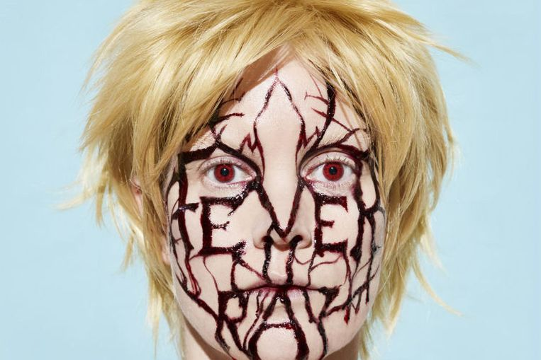 Schichtige, nerveus botsende elektro vol gothic kitsch. Beeld © Fever Ray