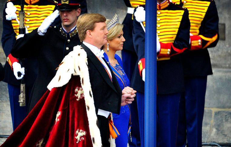 2013: Koning Willem-Alexander en koningin Maxima arriveren bij de Nieuwe Kerk voor de inhuldiging. Beeld anp