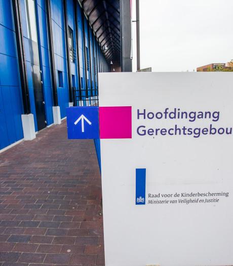 Verdachte vuurwerkbom bij FC Twente is doodziek van strafzaak