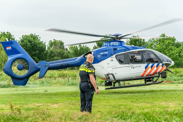 De politiehelikopter cirkelde enige tijd boven Houten