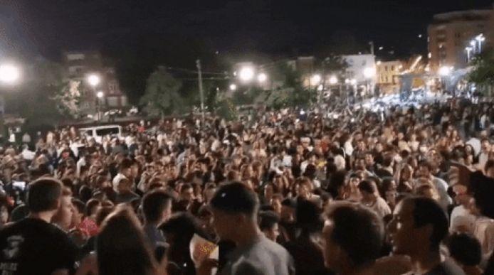 La police a dû intervenir pour disperser la foule.