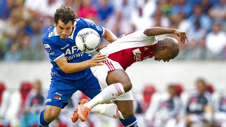 Dirk Marcellis (links) in duel met Ajax-speler Serero. Beeld EPA