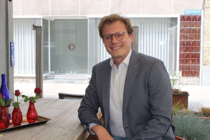 Schepen Mathias Van de Walle lanceert de fusiesubsidie.