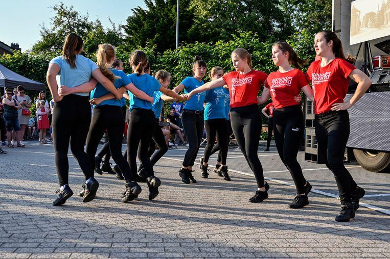 Dansgroep Nele zorgde voor een spetterende show op de Dorpsfeesten.