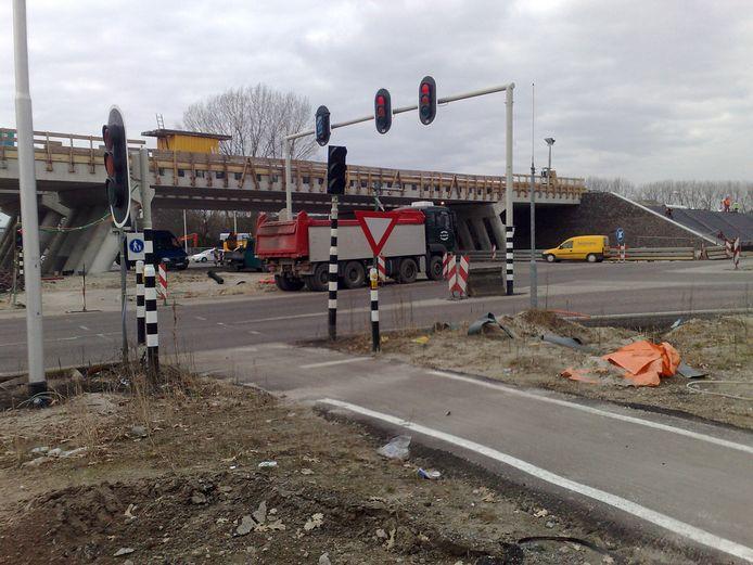 De  N302  door Harderwijk werd in 2010 volledig vernieuwd, met viaducten ter hoogte van de Newtonweg (foto) en de Lorentzstraat. Er is nu onderhoud nodig.