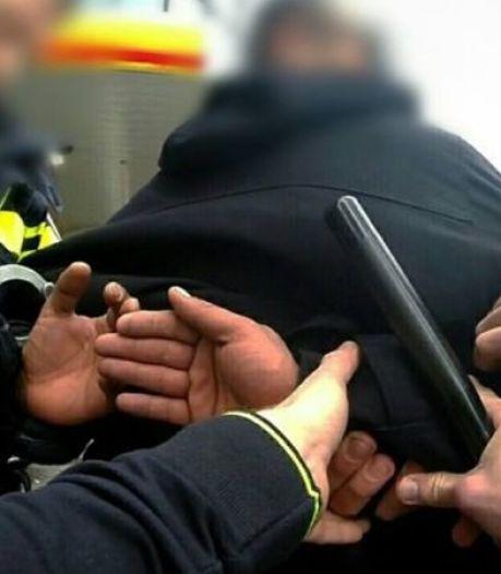 Man uit Tholen mishandeld voor eigen woning, 21-jarige man opgepakt