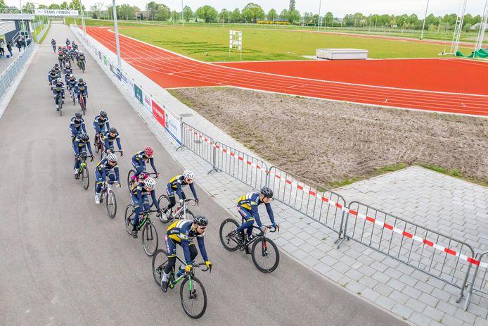 De renners van Willebrord Wil Vooruit draaiden deze week op alvast warm voor de trainingsritten die de komende vier weekends worden gereden op hun wielerparkoers in Rucphen.