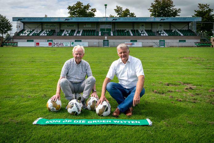Antoon Rouwhorst en René Nobels met op de achtergrond de tribune van de jarige club die met witte stoeltjes verwijst naar het oprichtingsjaar van de club.