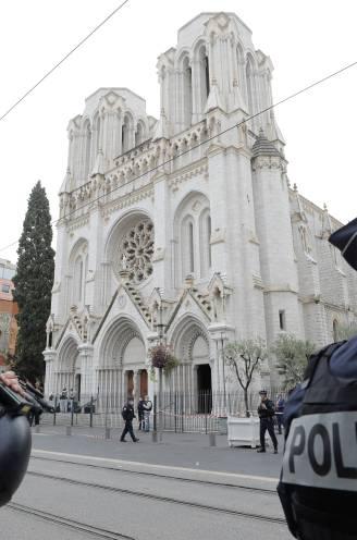 """LIVE. """"Verdachte mesaanval Nice is 21-jarige Tunesiër"""" - Politie schiet man dood in Avignon - Ook arrestaties in Lyon en Parijs - President Macron mobiliseert extra militairen"""