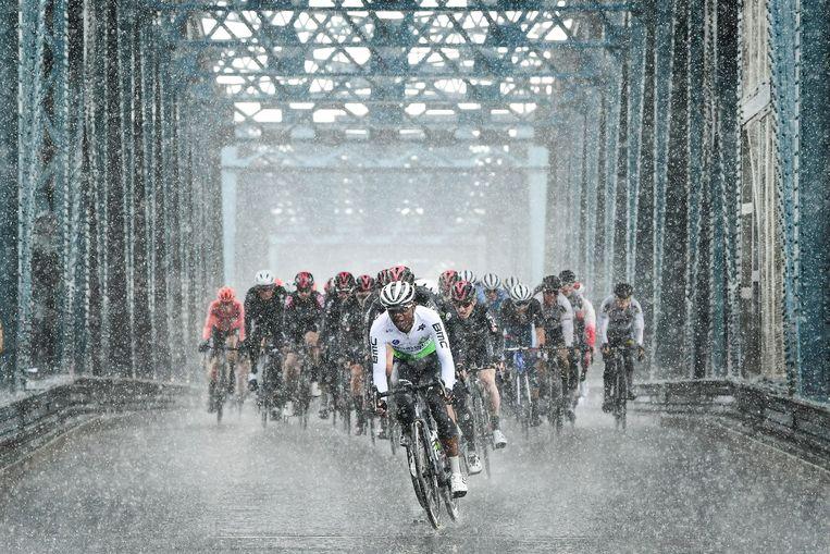 Het regent pijpenstelen in de Ronde van Yorkshire. Renners hebben twee à drie dosissen ketonen nodig per wedstrijd.