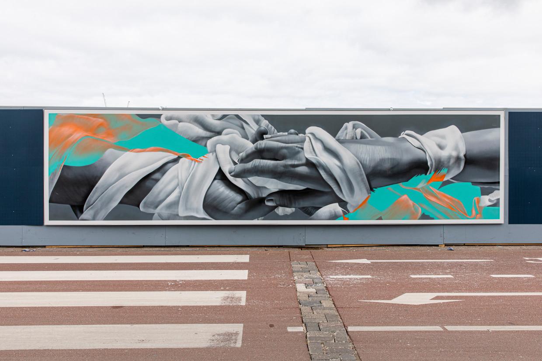 De mural 'Closer in Distance' aan de De Ruijterkade. Beeld Lin Woldendorp