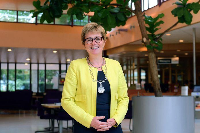 Burgemeester Miranda de Vries.