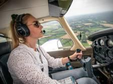 Pilote Maike (30) uit Ootmarsum maakt droom waar en vliegt naar de Caraïben: 'Dat glamourwereldje past niet bij mij'