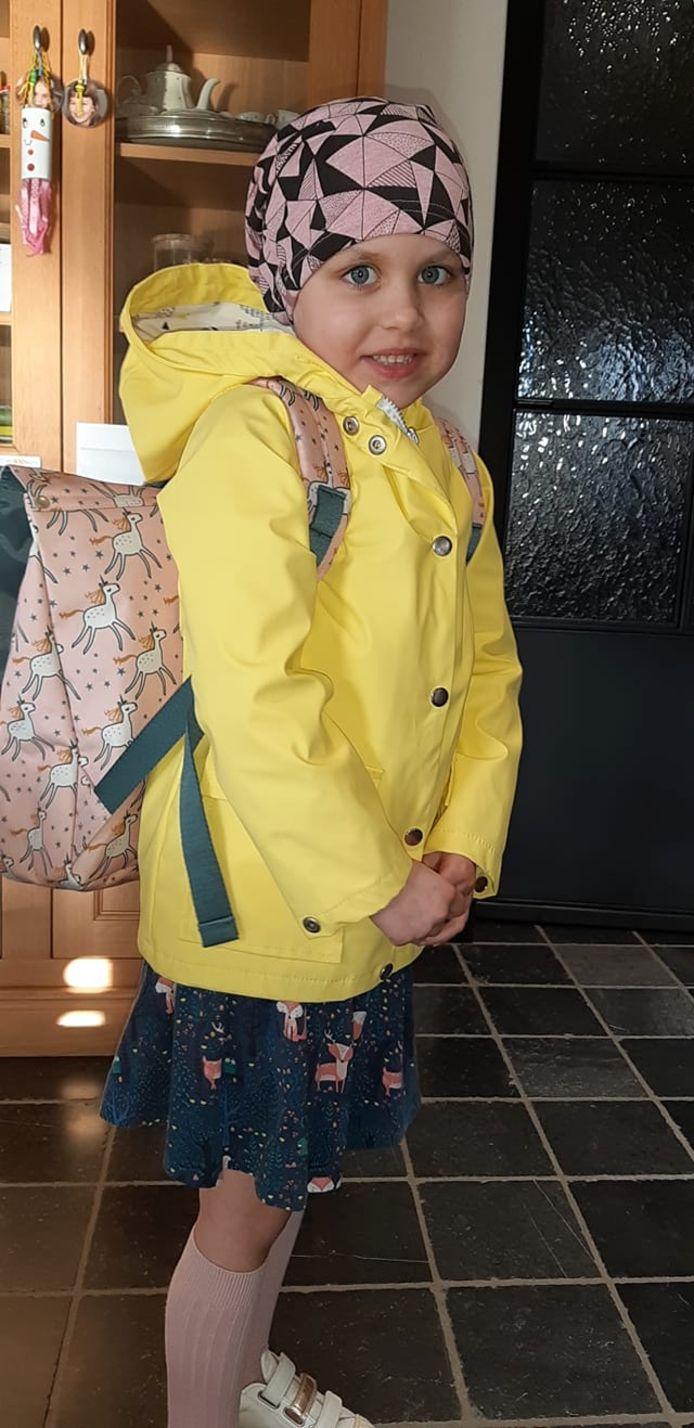 Suzan Claerhout (6) uit Kuurne kon vanmorgen amper wachten om naar school te vertrekken.