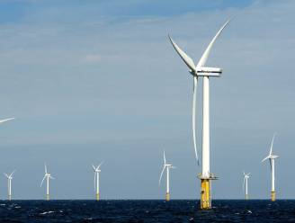 Honderden oude windmolens in zee staan scheef