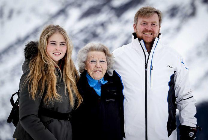 Prinses Amalia, prinses Beatrix en koning Willem-Alexander